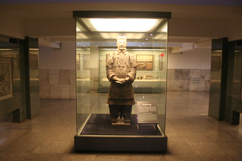 2011-11-17 - Xian - Terracotta warriors - 16 - Excavation hall 3 - High ranking officer statue