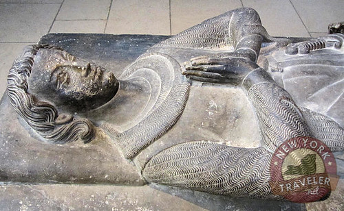 Effigy of Jean d'Alluye closeup