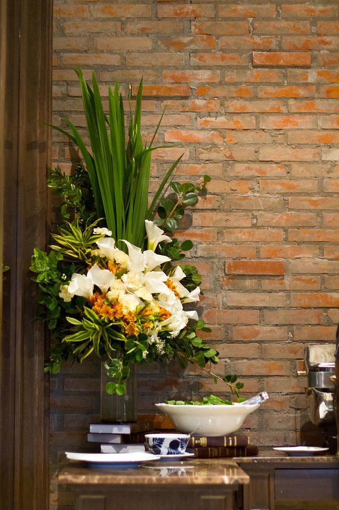 Flower Arrangement at the buffet table
