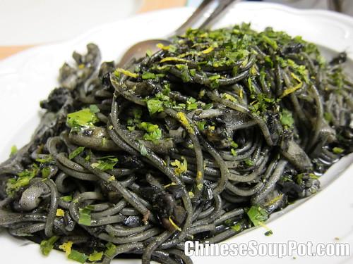 [photo-italian squid ink pasta]