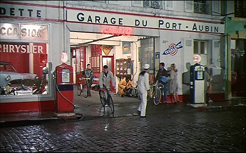 Les Parapluies de Cherbourg _ Auto mechanics on cycles