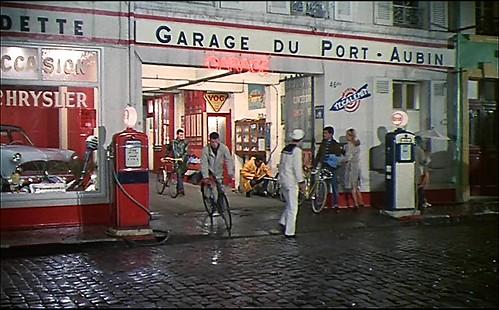 Les Parapluies de Cherbourg _ Auto mechanics on cycles