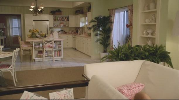 Ellies-kitchen-empty-611x343