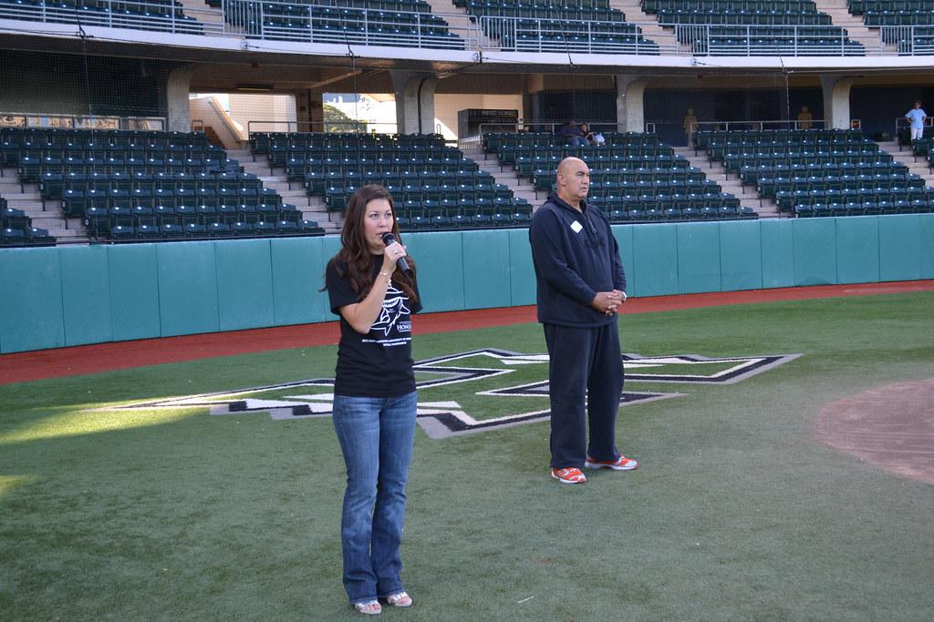<p>Billie Takaki Lueder sings the national anthem and Hawai'i Ponoi to kick off the UH AUW Softball Tourment at Les Murakami Stadium on Sept. 30, 2011</p>