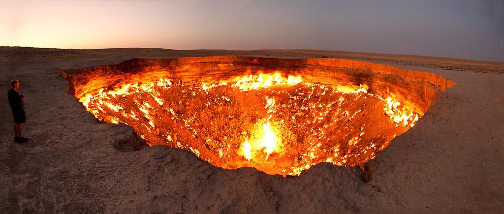 Darvaza gas crater panorama