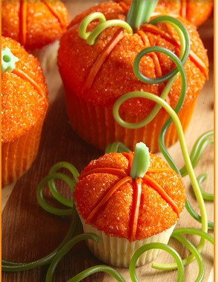 6270738549 8709e99097 American Thanksgiving Cupcakes – Pilgrims, Pumpkins and Poultry!