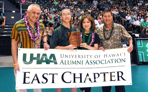 <p>University of Hawaii Alumni Association's Douglas Inouye, middle left, and Alvin Katahara, far right, presented the award and a chapter banner to UHAA-East's Karen and David Liu.</p>