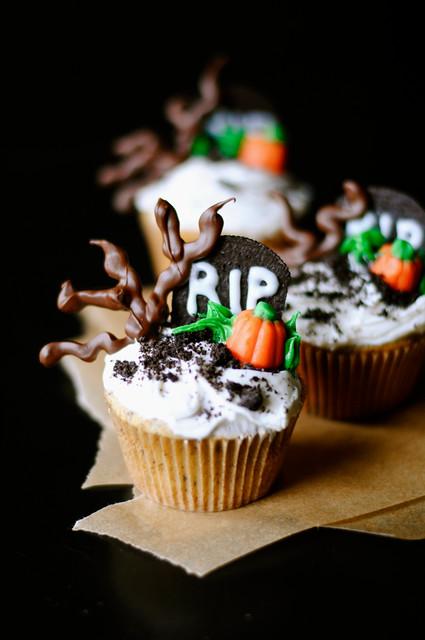 Spooky Graveyard Halloween Cupcakes - How To: Simplify