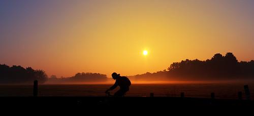 road people sun color colour horizontal sunrise canon germany outdoors deutschland dawn europe colours cologne köln nrw rise nordrheinwestfalen northrhinewestphalia colorimage sigma18200mmf3563dc canoneos400d canoneosdigitalrebelxti noahsud