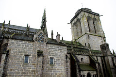 abbey(1.0), gothic architecture(1.0), building(1.0), cathedral(1.0), monastery(1.0), middle ages(1.0), facade(1.0), church(1.0), medieval architecture(1.0), spire(1.0), chapel(1.0),