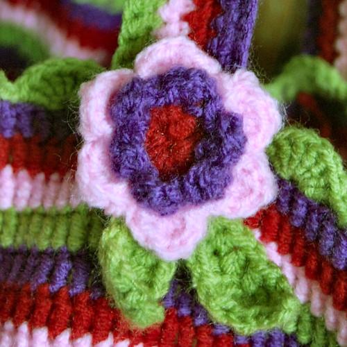crochet bag flower detail by het groene kamertje