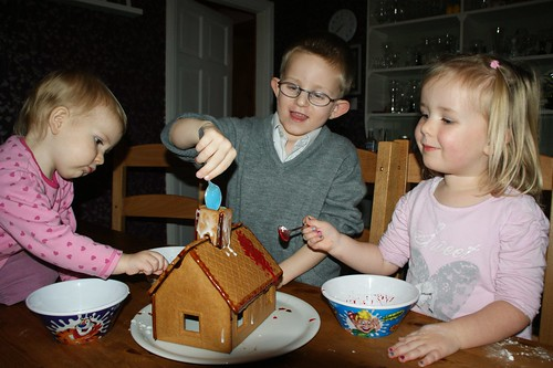Building an Ikea gingerbread house by PhylB