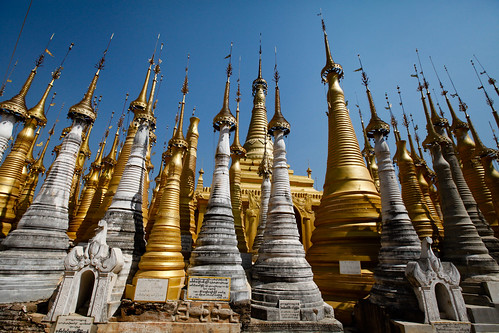 Stupas at Shwe Inn Dein