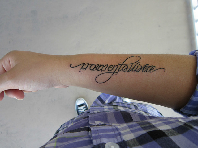 Ambigram Tattoo, Memento Vivere Side