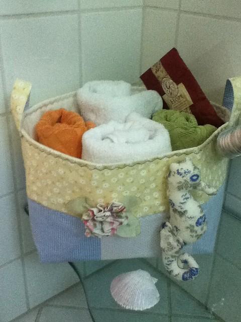 Tapete Patchwork Simples : Cesto organizador de tapetes de banheiro,amei ideia Flickr – Photo
