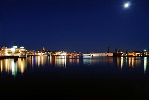 city morning blue moon night göteborg lights star nikon long exposure gothenburg trails clear le d90 nikond90