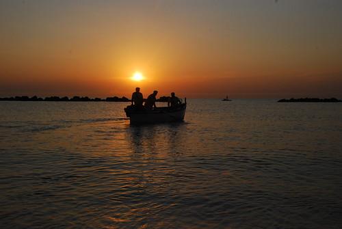 barca tramonto alba pesca adriatico vgabbanelli gabbanelliv