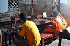 El taronja és el color de moda a Luang Prabang