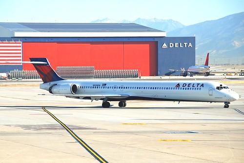 Delta Air Lines MD-90-30; N928DN@SLC;12.10.2011/624af