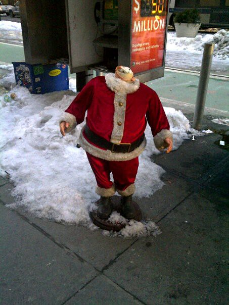 Headless Santa Spotted in Manhattan [pic]