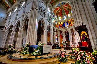 Catedral de la Almudena 마드리드 근처 의 이미지. madrid hdr