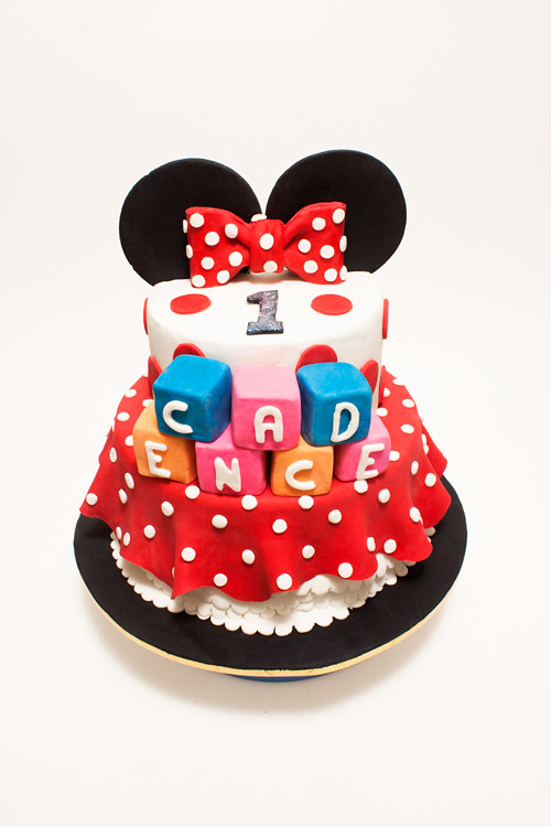 Flaming Pot: 2 Tiers Minnie Mouse Cake and Mickey Mouse mini Cupcakes