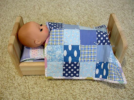 Сшила для дочки новый комплект для кукольной мебели.
