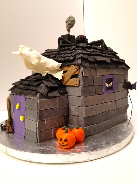 Haunted House Halloween cake