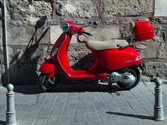 scooter(1.0), moped(1.0), wheel(1.0), vespa(1.0),