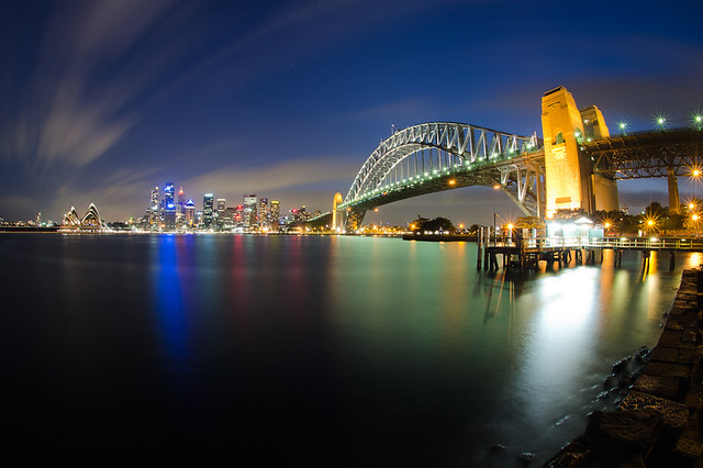 Sydney Harbour Bridge & Sydney Opera House at night.