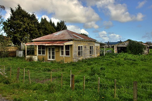 old newzealand house building abandoned home rural decay farm cottage shack derelict dilapidated levin sh1 deterioration ohau manawatu whare manakau oldandbeautiful oncewashome