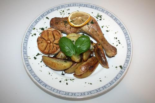 24 - Zitronen-Knoblauch-Hähnchen / Lemon garlic chicken - Gericht serviert