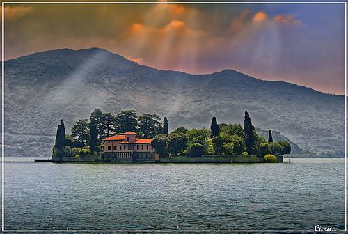 Lago d'Iseo, Peschiera Maraglio - Isola di San Paolo (Lake Iseo, Peschiera Maraglio - Island of St. Paul) by cicrico
