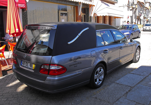 2003 mercedes e class hearse explore exploraci n urbana for Used mercedes benz hearse for sale