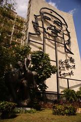 Revolution Square Che on a building, Havana | Ché en Plaza de la Revolución, La Habana