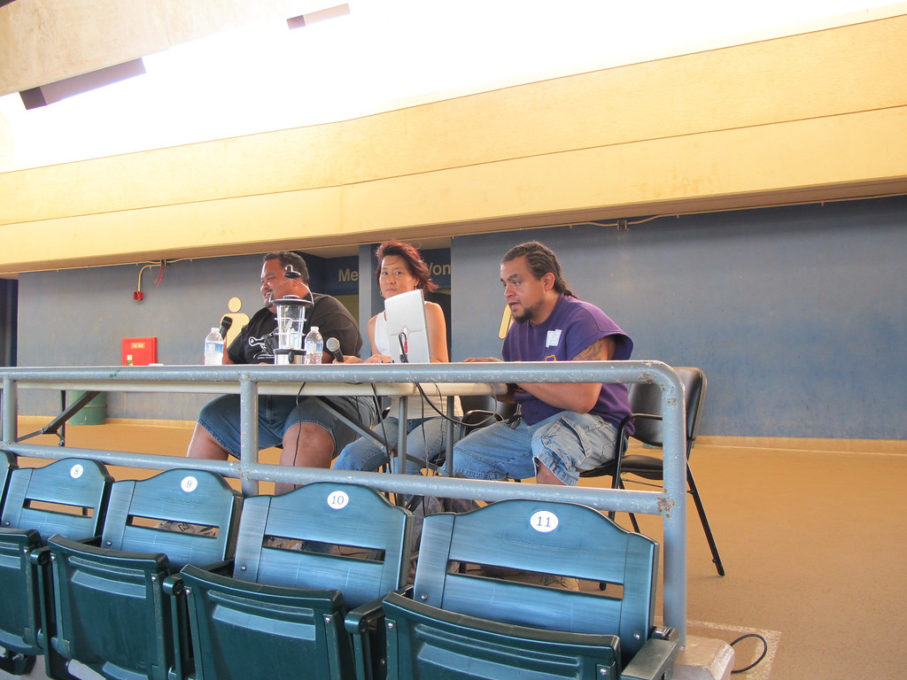<p>Fans were treated to color commentary in the UH AUW Softball Tourment at Les Murakami Stadium on Sept. 30, 2011</p>
