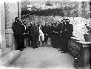 Groupe d'hommes réunis pour la commission internationale des Transpyrénées, Cascatelles, Ax-les-Thermes, 18 juillet 1907