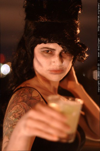 zombie amy winehouse drinking a margarita    MG 5655