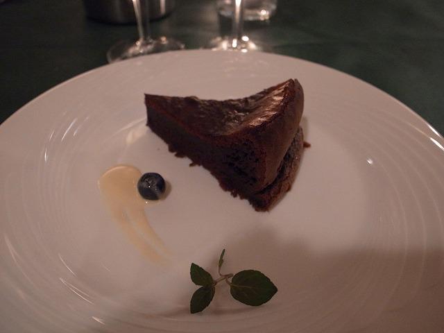 <p>m)チョコレートケーキ</p>