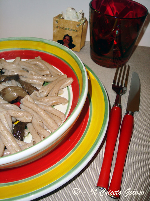 Pasta con melanzane, acciughe 2