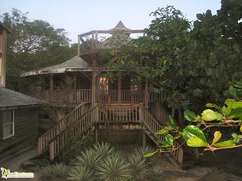 fosters hotel west bay roatan honduras