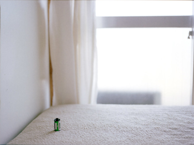 窓とベッドとフィルムと