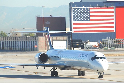 Delta Air Lines MD-90-30; N928DN@SLC;12.10.2011/624ad