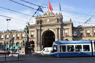 Estación de trenes de Zürich zurich - 6332185139 3b35090ec4 n - Dos paseos por la ciudad suiza de Zürich