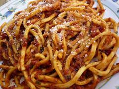bucatini(0.0), spaghetti(0.0), naporitan(0.0), produce(0.0), carbonara(0.0), spaghetti alla puttanesca(1.0), pasta(1.0), spaghetti aglio e olio(1.0), pasta pomodoro(1.0), bolognese sauce(1.0), pici(1.0), food(1.0), dish(1.0), bigoli(1.0), cuisine(1.0),