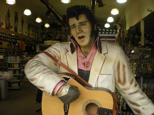 Elvis lost a hand