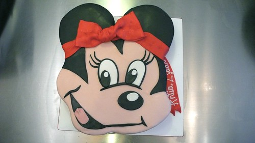 Minnie Mouse 2D Birthday Cake by CAKE Amsterdam - Cakes by ZOBOT