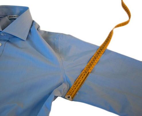 Prendere le misure del braccio per camicie su misura
