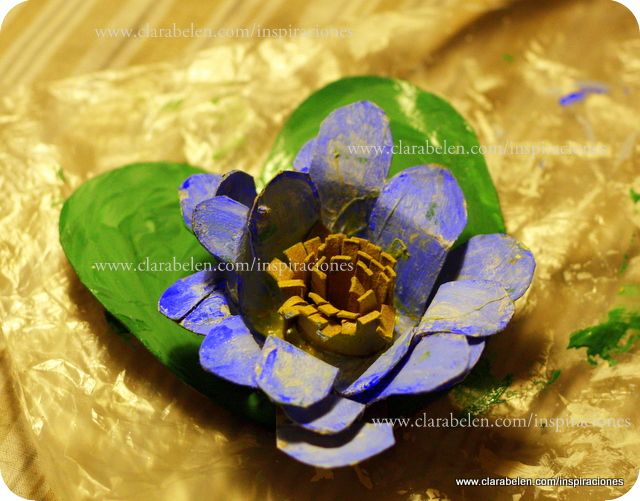 Manualidades: flor de loto con tubo o rollo de papel higiénico