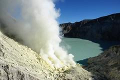 Lac dans le cratère Ijen